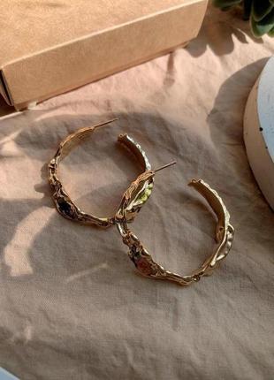 Винтажные фактурные серьги кольца золотого цвета