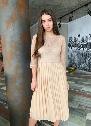 Красивое бежевое платье миди плиссированная юбка