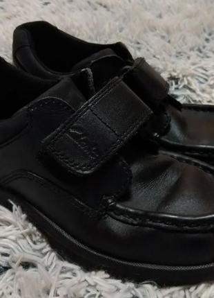 Кожаные туфли на мальчика clarks