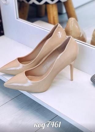 Лаковые бежевые туфли лодочки на каблуке,нюдовые  лакированные...