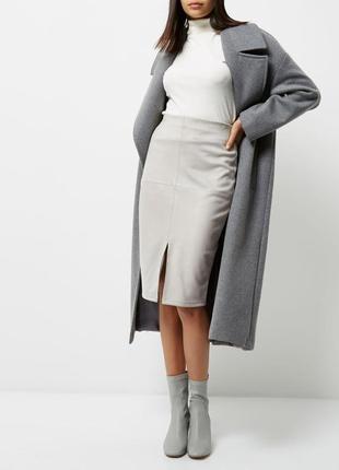 Серая юбка карандаш с вырезом спереди ткань под замш