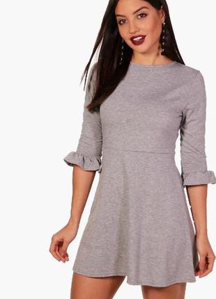Новое трикотажное платье с рюшами boohoo