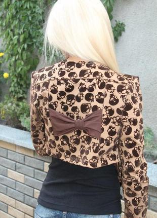 Женский укороченный пиджак с бантиком на спине