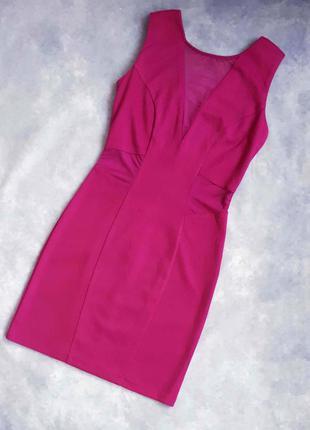 Приталенное платье малинового цвета