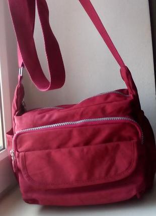 Удобная сумка в спортивном стиле