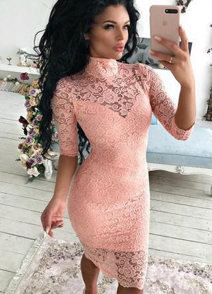 Женское гипюровое платье облегающее персиковое