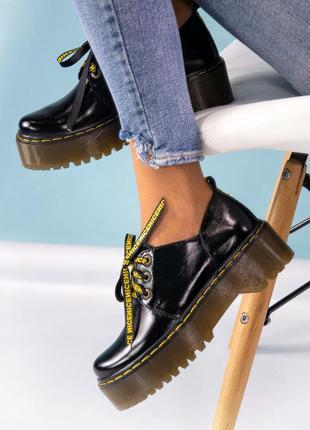 Женские лаковые туфли на толстой подошве