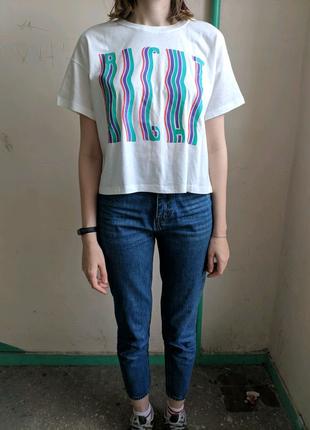 Укороченная футболка с надписью, топ