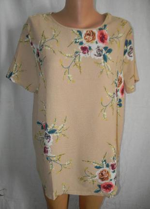 Красивая блуза с нежным принтом цветы