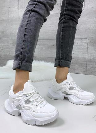 Белые кроссовки на массивной подошве,стильные кроссовки белого...