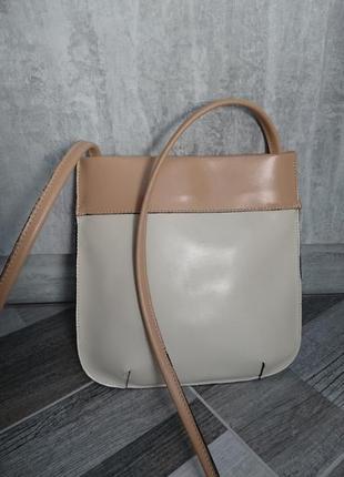 Симпатичная кожаная сумка с длинным ремнем
