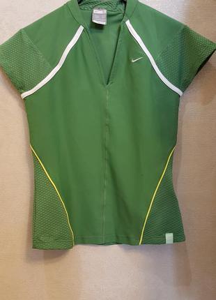 Яркая зеленая спортивная футболка nike dri-fit