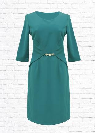 Женское платье с баской. зеленое.