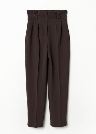 В наличии - высокие брюки, брюки на высокой талии в шоколадном...
