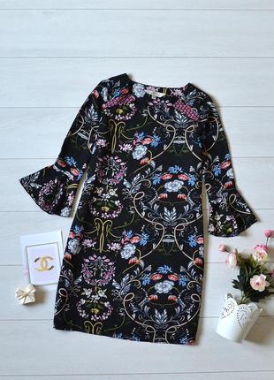 Красиве плаття в квіти з рукавами воланами
