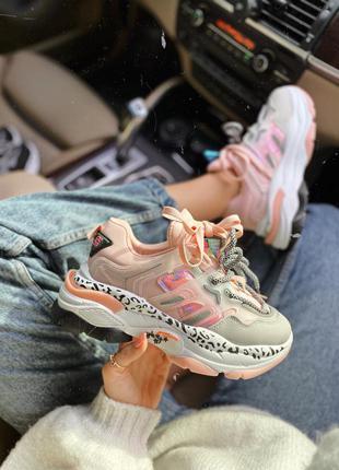 Розовые кроссовки пудровые на платформе