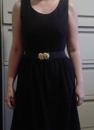 Чёрное платье с поясом-резинкой