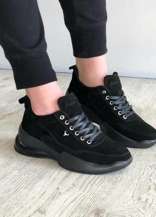 Стильные замшевые кроссовки
