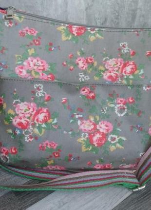 Красивая сумка с цветочным принтом