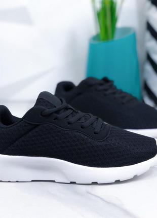 Женские кроссовки черные на белой подошве