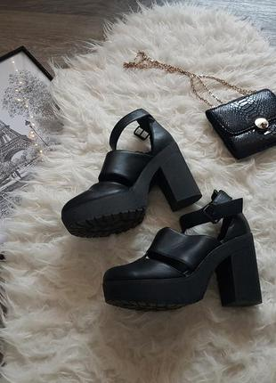 Очень стильные босоножки черного цвета 🖤 new look 🖤