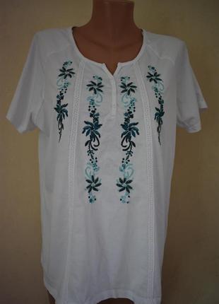 Трикотажная блуза с вышивкой большого размера