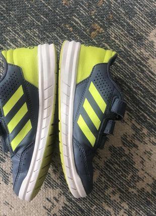 Кроссовки на липучке adidas размер 32!