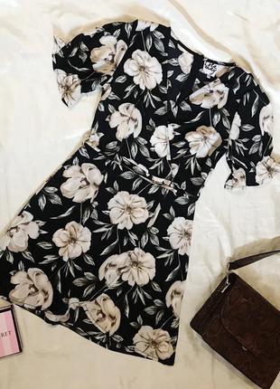 Шикарное актуальное платье на запах в цветочный принт