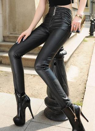 Стильные брюки под кожу tout feu tout femme, размер 38