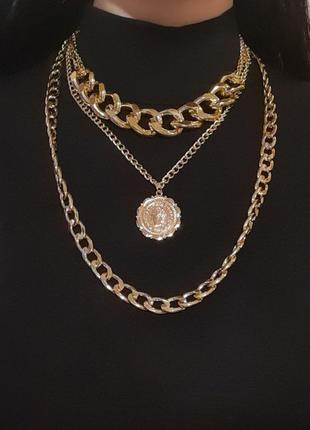 Колье, три цепи, цепочки с медальоном, цвет золото