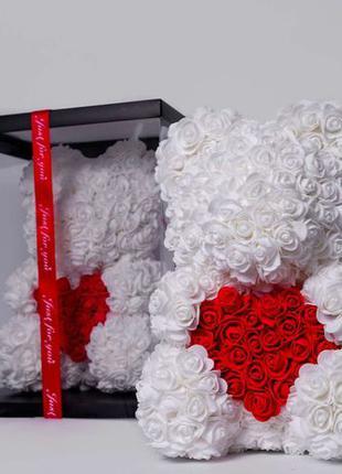 Мишка из роз в прозрачной подарочной коробке, 40 см белый с се...