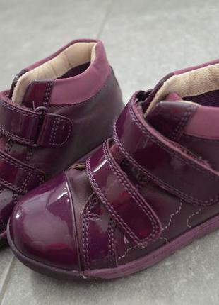 Кожанные лаковые ботинки кларкс. р.7,5,стелька 15,5