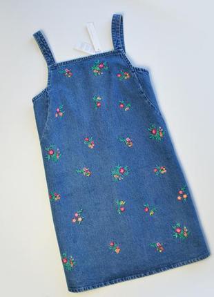 Джинсовое платье сарафан в вышивку цветы