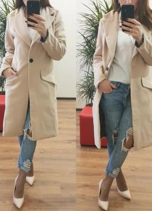 Бежевое весеннее пальто