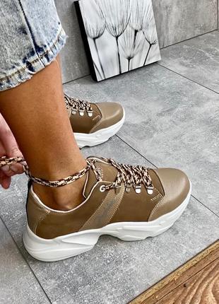 Женские кроссовки кожаные бежевые