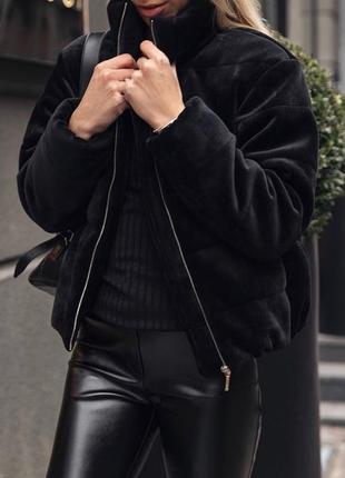 Велюровый трендовый короткий легкий пуховик куртка с карманами...