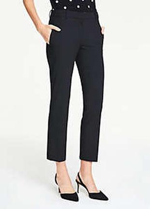 Чёрные прямые брюки на средней посадке