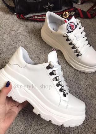 Кроссовки белые на литой подошве