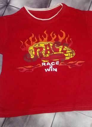 Красная футболка.4 года.