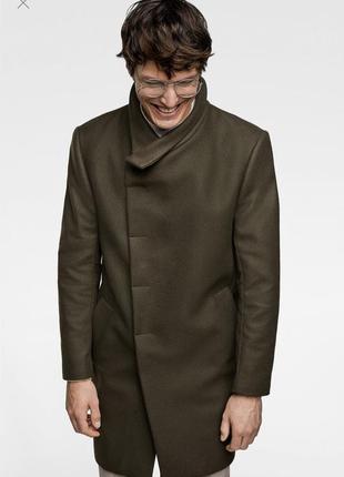 Очень стильное шерстяное пальто с ассиметричным воротником