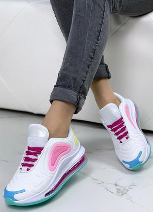 Белые спортивные кроссовки с цветными вставками, яркие текстил...