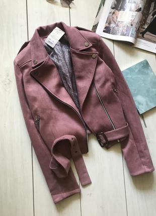 Малиновая куртка косуха