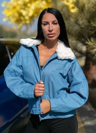 Модная куртка с меховым воротником