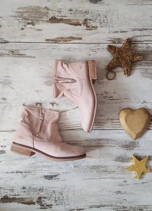 Пудровые демисезонные ботинки