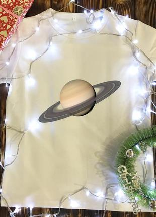 Мужская футболка с принтом - сатурн