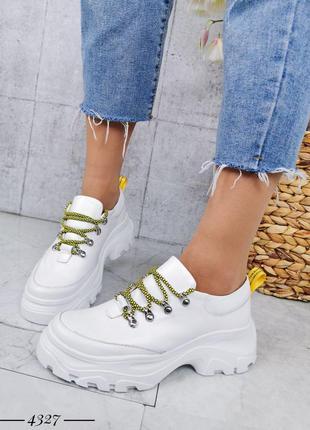 Белые кожаные кроссы