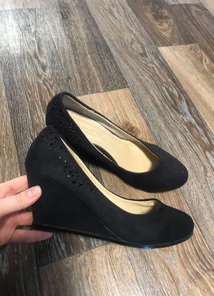 Туфли чёрные со стразами