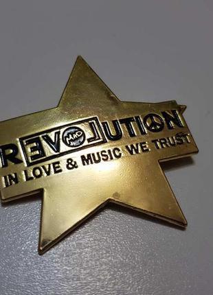 Брошь золотая, значек, revolution love, сост. отличное!