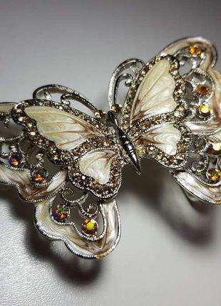 Пряжка бабочка с камнями и стразами, как новая!