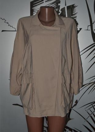 Большой выбор верхней одежды разных размеров и фасонов плащ па...
